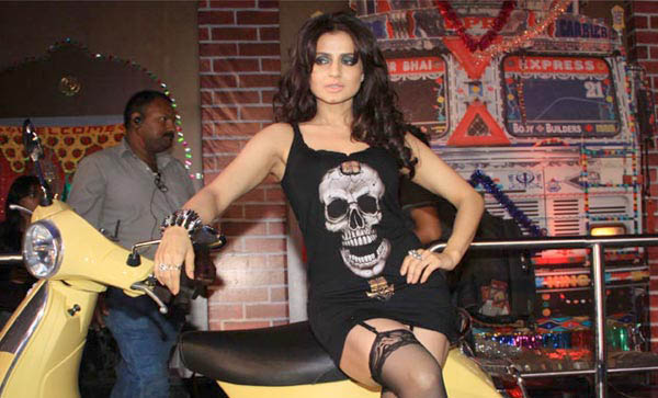 First look: Amessha Patel opt gothic look for Desi magic